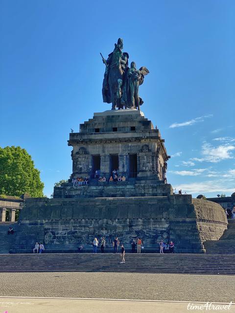 Das Reiterstandbild am Deutschen Eck in Koblenz